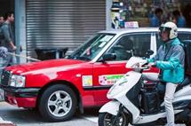 一块牌照700万!全球最贵的出租车在中国,车上常年挂9个手机!