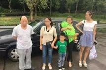 5座车坐五成年人,再抱一婴儿,算不算超载?