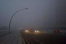 交警怒斥:跑高速一下雨就開雙閃的司機都不會開車!