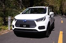 試駕比亞迪S2 | 10萬級純電SUV跑山測試,這款小車有點牛!