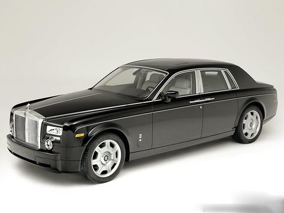 劳斯莱斯是汽车王国雍容高贵的惟一标志,无论劳斯莱斯的款式如何老旧