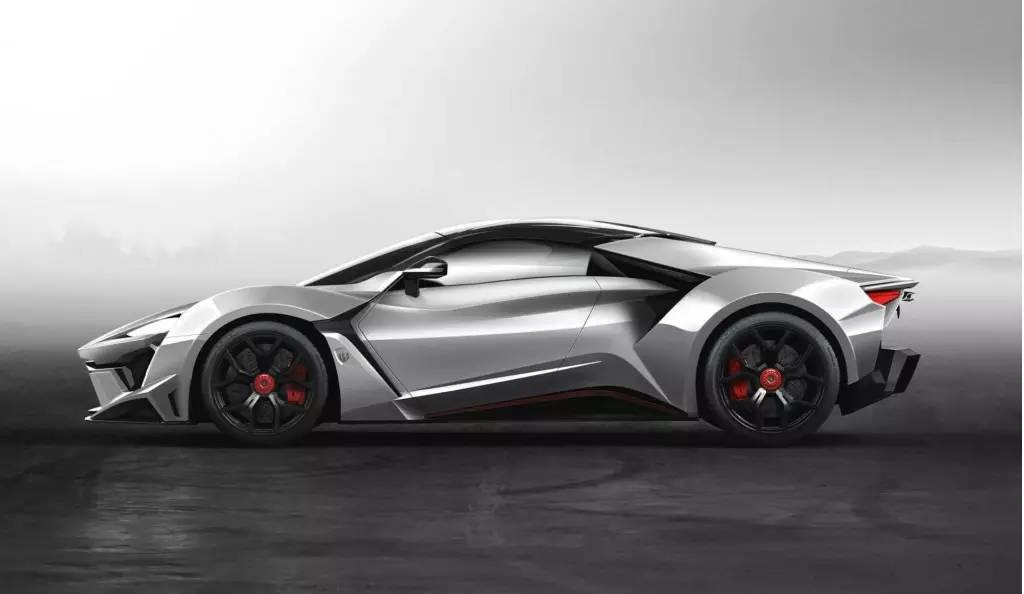 http://s1.sinaimg.cn/mw690/002nyr9agy6UE6AhfWM70&690_fenyr supersport基于轻量化铝合金底盘进行打造,车身则采用碳纤维