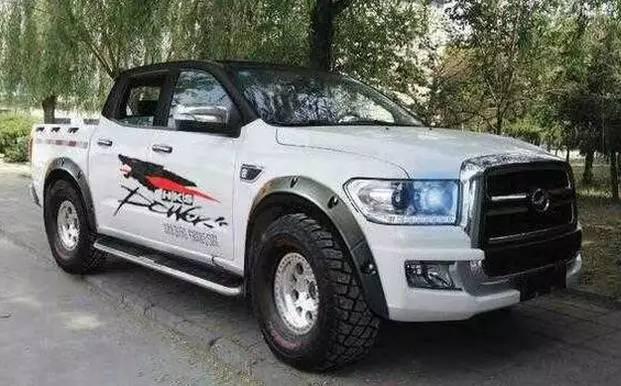 5t柴油发动机,以及5速手动变速箱,货箱尺寸为1530x1620x515mm.