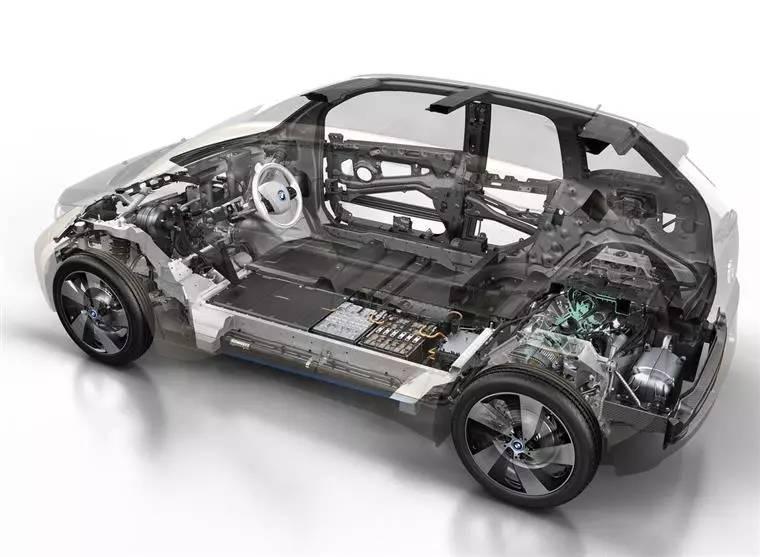 宝马i3共有两款车型可以选择,增程型和纯电动的豪华型.